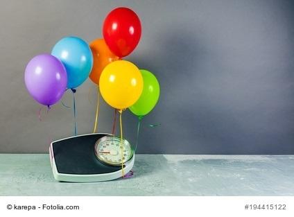 Hohe Hürde Wiedereinstieg LCHF Podcast - Waage hebt an Ballons ab