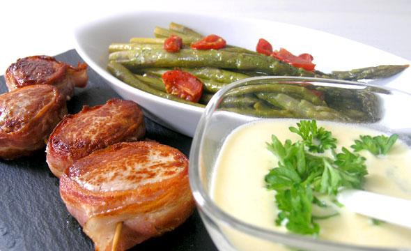 LCHF Rezept Schweinemedaillons mit grünem Spargel