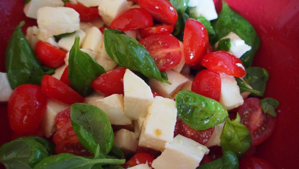 Annikas Tomate-Mozzarella mit viel Basilikum