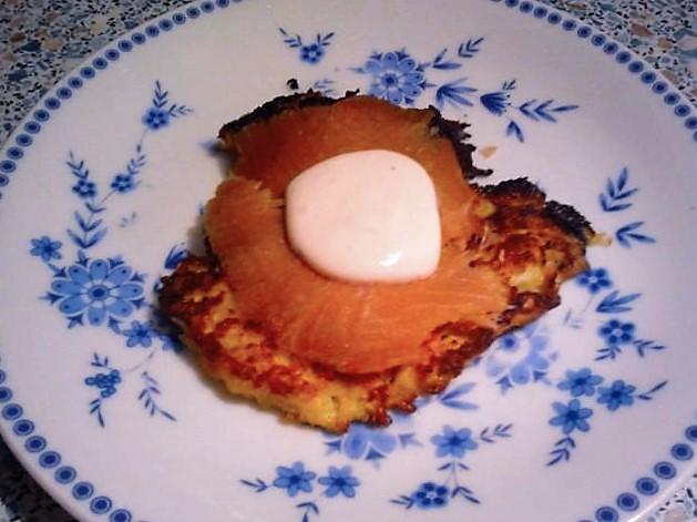 Rettichpuffer mit Räucherlachs und Crème fraîche