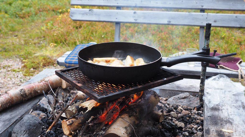 Wie viel brauchst du - Essenszubereitung auf offenem Feuer