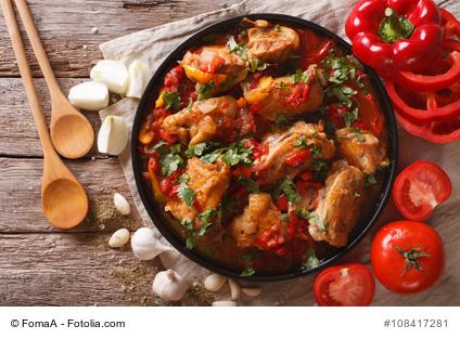 Foto von Curryhuhn in Tomatensauce