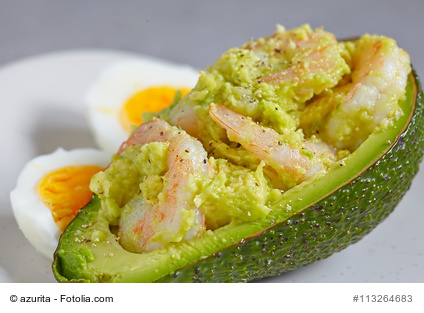 Knoblauchkrabben in der Avocado