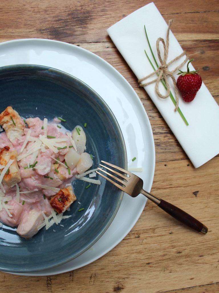 Foto von Lauwarmer Spargelsalat in Erdbeer-Liebstöckel-Dressing