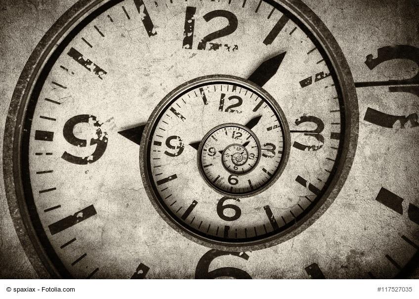 Der richtige Zeitpunkt - verdrehtes Ziffernblatt einer Uhr