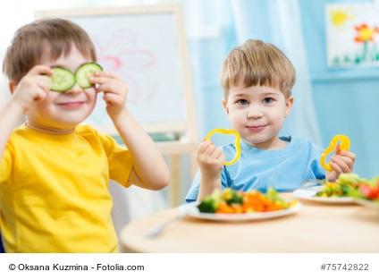 LCHF ist Geschmackssache - Kleine Kinder essen Gemüse
