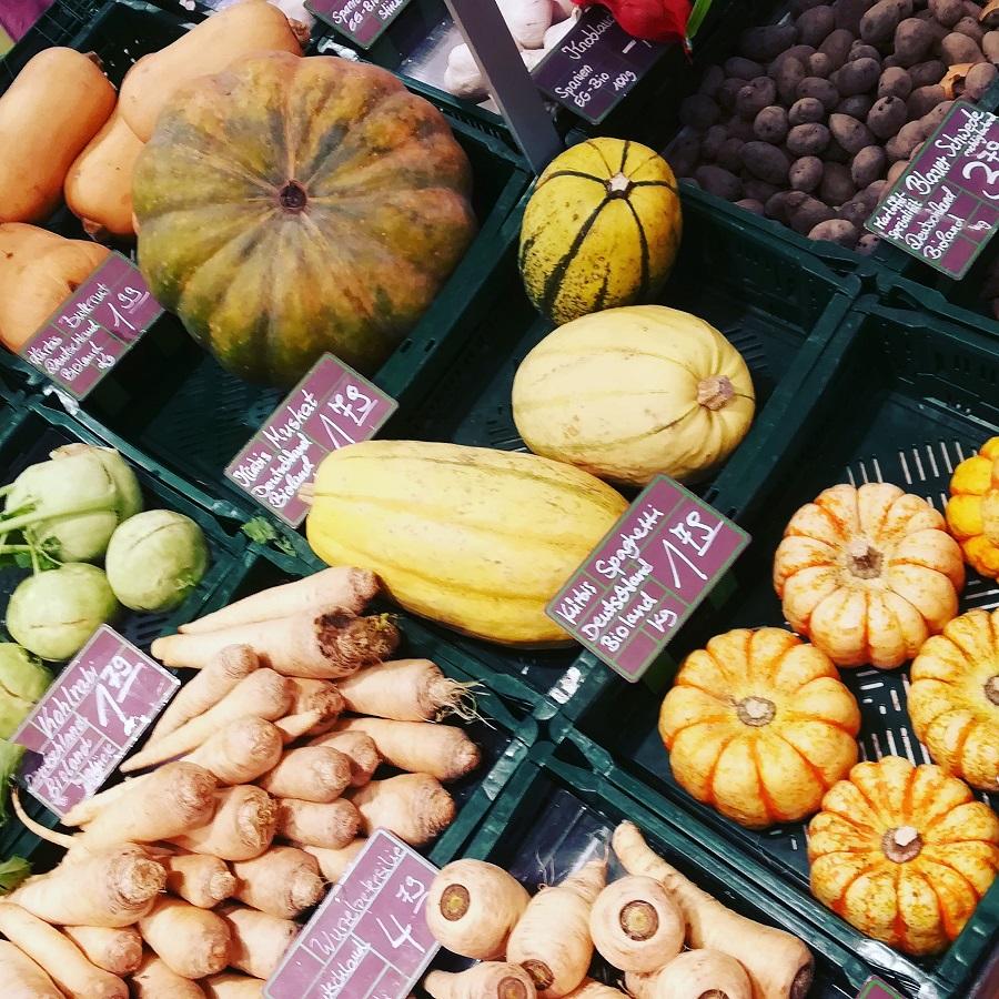 Qualität bei LCHF - Gemüse in Kisten im BIO-Markt